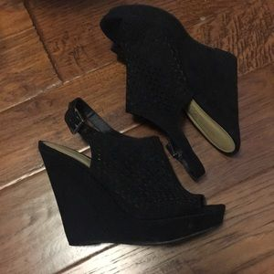 Chinese laundry size 8 black wedges